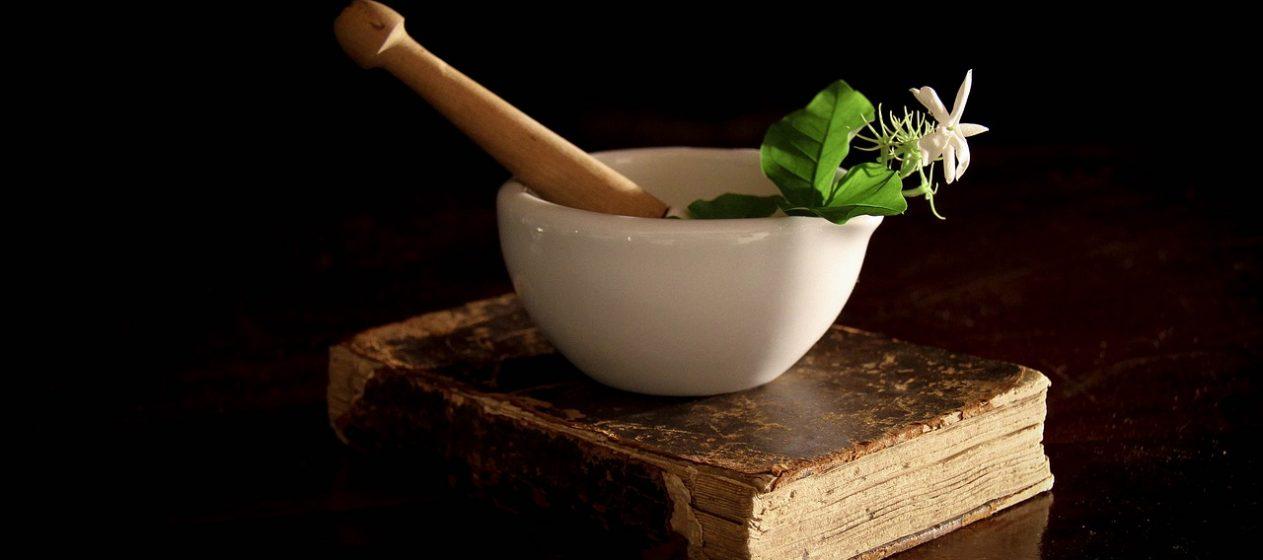 Zur Herstellung des Mojos werden Kräuter in eigener Mischung hergestellt. Foto: angelorosa/pixabay