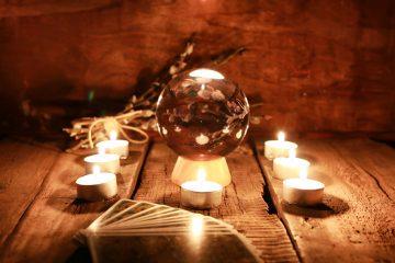 Vertrauen in die göttliche Fügung ist ein wichtiger Faktor beim Kartenlegen. Foto:  alexkich/fotolia.com