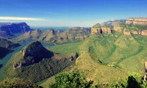 Faszinierende Landschaften: Südafrika bietet eine außergewöhnliche Vielfalt an Eindrücken und gehört zu den beliebtesten Destinationen Afrikareisender. Foto: djd/Abendsonne Afrika