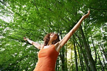 """Bewusst den Moment genießen, statt durch den Tag zu hetzen - dazu laden die """"Achtsamkeitstage an der Sinn"""" ein. Foto: djd/Bad Brückenau/Kerstin Junker"""