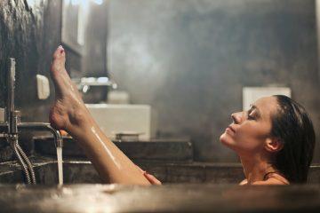 Mit den richtigen Zutaten wird das häusliche Bad zum Luxus-Spa. Foto: bruce mars/pexels.com