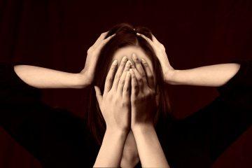 Frau müde und gestresst